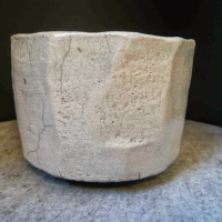 Anna-Keil-raku-wabi-sabi-chawan-geschnitten